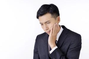 虫歯の男性